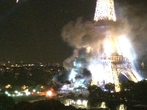 Fire_at_Eiffel_Tower_ISIS_large